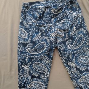 Onzie Medium/Large Paisley Patterned Blue leggings